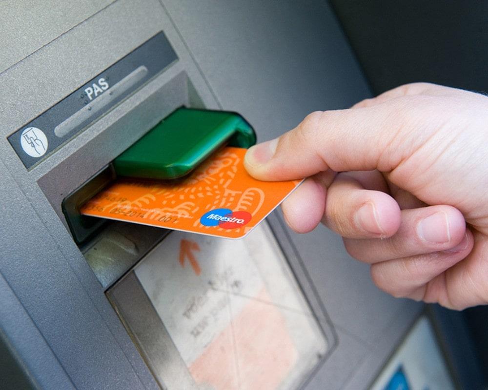 Проблемы с картой и решения - Что делать, если банковская карта застряла в банкомате