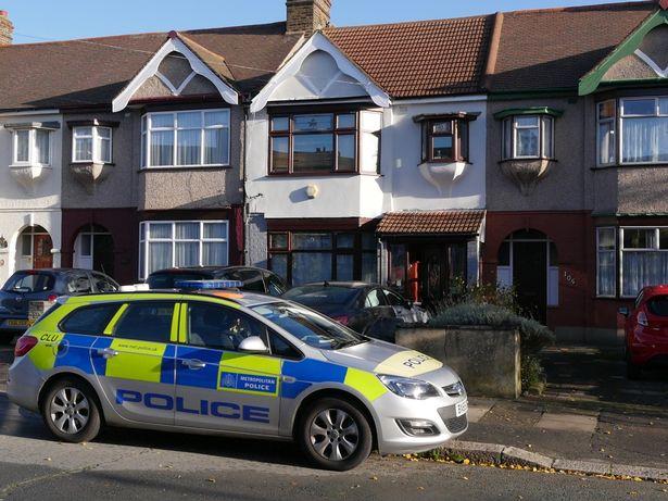 Полиция снаружи дома