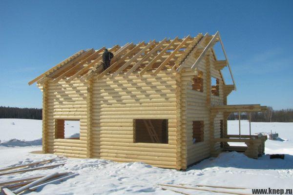 Зимнее строительство дома из дерева или кирпича лучше каркасного